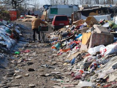 Dietro ai roghi nei campi rom, attività illecita su rifiuti